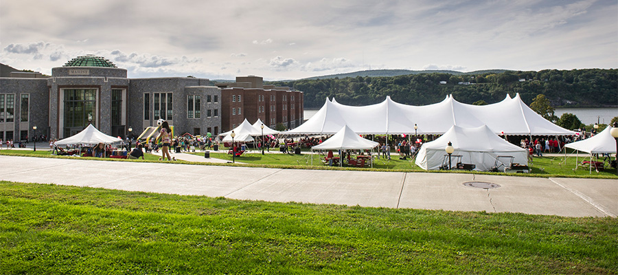 Register Now for Homecoming & Reunion Weekend